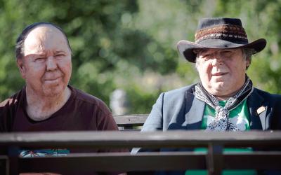 Rakkaus musiikkiin yhdistää naapuruksia Hannua ja Harria
