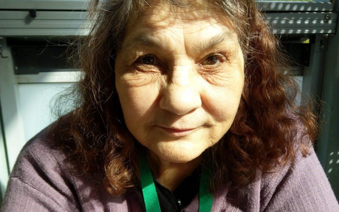 Kirjailija Helli kannustaa kaikkia tarttumaan kynään